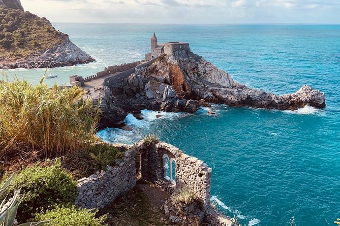 A customized day trip to Portovenere & the Cinque Terrefor the discerning traveler seeking an authentic Italian experience on a small group tour with only the very best of English speaking driver-guides. Travel from your accommodation in Montecatini to discover the colorful fishing townof Portovenere and adventure through the five Cinque Terre villages of this beautiful World Heritage site. Visit Italy close up in a Mercedes minivans of up to 7 people.