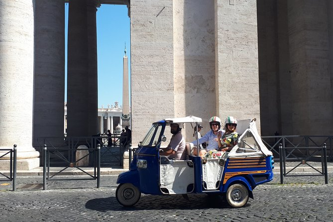 Grand Tour of Rome by Ape Calessino: best sightseeing to match comfort, learning and fun. The Ape Calessino: Italian three wheels known in the world as Tuk Tuk can accommodate three people on the back! Family and friends, tailor-made experience, top notch panoramic excursion in Rome.