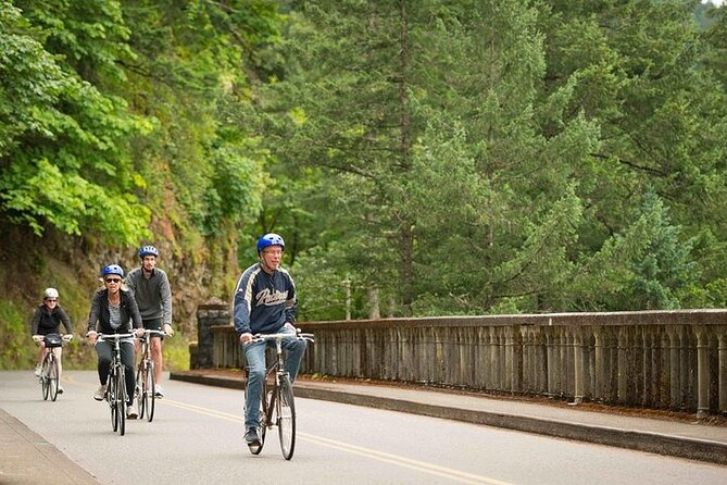 Travel from Portland to the Columbia River Gorge for a fun biking adventure that includes walks right up to the waterfalls! Soak in this beautiful Pacific Northwest landscape as you follow your guide on an easy bike ride and stop at several gorgeous waterfalls.