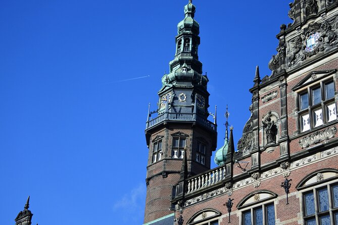 Are you looking for a private walking tour in the city of Groningen organized by a local guide? There is no need to look further. Expedition North Groningen provides 2-hour walking tours just for you! During the city of Groningen walking tour, you explore the highlights of the city of Groningen such as:<br><br>- Martini Tower<br>- Grote Markt<br>- A former shipyard<br>- Noorderplantsoen park<br>- Academy Building (University of Groningen)<br>- Historic canals and guesthouses<br>- Forum Groningen (spectacular views!)<br><br>When joining the city of Groningen walking tour you will learn about the unique student culture, the history and architecture of the city and how the city of Groningen gradually developed into the most important city of the Northern Netherlands. During the city of Groningen walking tour, you will also discover some small streets and hidden gems that are difficult to find without a guide!<br><br>Language: English and Dutch<br>Understand: Please book in advance to set up a time and day with your guide.