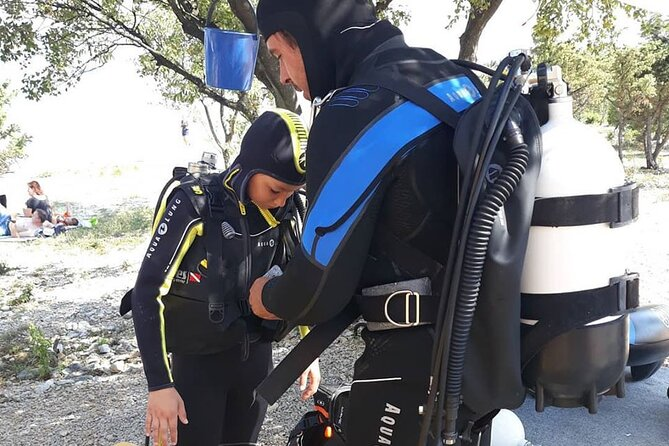 Discovery Dive is an introduction to Scuba Diving. You can try and enjoy underwater dive under the guidance of professional dive instructors. The sea in front of the dive center is really clear and full of fishes. If you enjoy dive and would like to dive, we can offer you a dive course.