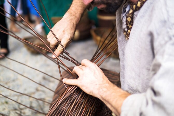 Meet a local artisan and enjoy an half-day wicker workshop. Learn all about wicker art and traditions while creating your own piece of art!