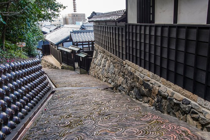 【OUTLINE】<br>In this tour we will visit the most emblematic places of Tokoname and learn about its fascinating history by the hand of your local guide.<br>We will take a walk through unique pottery footpaths where you will get a feel for the town's love of Manekineko (Fortune cat) by going to places such as the Manekineko street and Tokoname's picturesque pottery galleries. At the end of this tour you can also visit pottery studio to learn about history of Tokoname pottery.<br>【HIGHLIGHTS】<br>Take a wonderful tour around the historic streets and places of Tokoname<br>Learn everything about traditional pottery of Tokoname<br>Enjoy a tour through the Manekineko Street and see its 39 adorable statues made by pottery artists<br>Visit pottery studio, and learn about pottery while watching professional working<br>Be amused by Tokoname's picturesque streets and get the feel of Tokoname's ceramics heritage