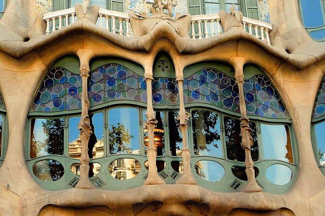 Recorrido de medio día para grupos pequeños por Barcelona y la Sagrada Familia con recogida en el hotel, Barcelona, ESPAÑA