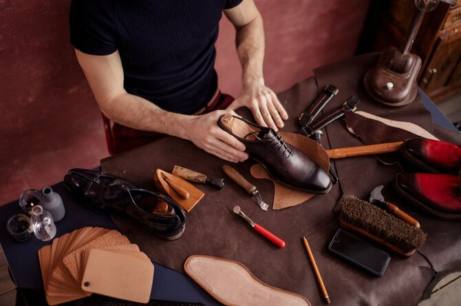 Meet a local shoe artisan and discover her techniques and art. Live a sensorial workshop where you will touch with your hands all the authentic materials that make made in Italy and excellence all around the world.