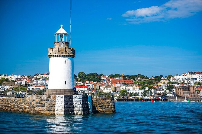 Let us show you Guernsey's most iconic landmarks along with the spots only the locals know about. Stunning views, quaint churches, and authentic Guernsey Beach Kiosks. Explore the real Guernsey with this private sightseeing tour by car around the island, coast, and surroundings: landscape mosaics and island history.