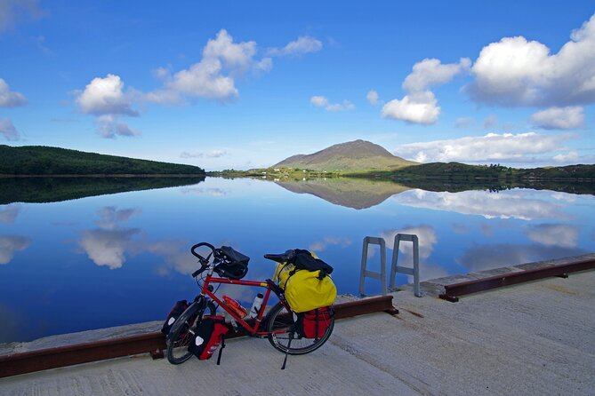 42km Great Western Greenway, the longest off-road walking and cycling trail in Ireland;<br>Traffic free cycling and walking trail which follows the route of the renowned Westport to Achill railway which closed in 1937;<br>Traverses Ireland's Atlantic coast between Westport town and Achill Island and visits the picturesque villages of Newport and Mulranny;<br>Passes by some of the West of Ireland's most dramatic mountains and offers magnificent views of Clew Bay and its many islands.