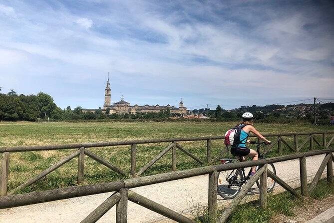 This tour enables you to discover all of Gijon's highlights in one day! You visit Spain's largest building Laboral, the fantastic Botanical Gardens and the old fishing quarter Cimadevilla. This makes the tour a perfect combination of history, architecture and nature. <br><br>We move between these highlights by bike (around 10 k in total) and explore the Botanical Garden and Cimadevilla on foot (around 5 k in total). Gijon is a great city to be discovered by bike: this tour makes you experience Gijon as a local!