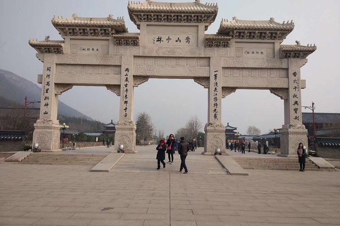 Private Day Tour to Shaolin Temple with Kungfu Class from Luoyang, Luoyang, CHINA