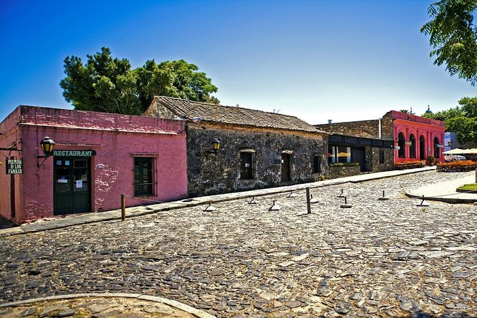 So you want to visit Colonia del Sacramento in a different way and entertaining too? Rent a bike with us and we provide you with everything you need in order to ride and have a lot of fun through this old city of Colonia. <br>This experience is ideal for riding and stopping whenever and wherever you want and even if you just want to rest or take some awesome pictures.<br><br>You will also have included a very nice Uruguayan Cheese Platter and a tourist map, so for you to go to unique places of the city and be aware of main tourist sites which has our pretty City of Colonia.