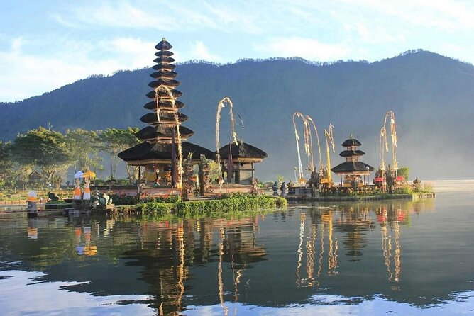 A special tour to traditional market exploring traditional food, local cakes, Bukit Sari Temple in the middle of Monkey forest, Ulun Danu temple in the rim of Beratan Lake and last but not least Batu Ngaus Temple for Sunset if weather permit.