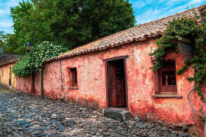 "Book a Memorable half day City Tour of Colonia del Sacramento and discover this ancient Portuguese City from the XVII century, declared Patrimony of Mankind by the UNESCO for its architecture. <br><br>We will walk along the stone streets, the old buildings, old forts and Spanish and Portuguese Museums. We will visit the Port, downtown, the Ferrando Beach and the Trees Reserve, the lovely ""Rambla"" that stretches along the coast up to the famous Real de San Carlos where we will be able to see the ""Plaza de Toros"", the ""Hippodrome"" and old harbor. <br>"