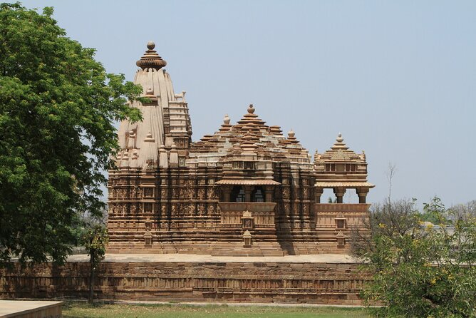 Discover all the beautiful and famous sites of Khauraho and taste local delicacies on this fantastic 12-hour experience with a personal guide in an air-conditioned car.<br><br>Highlights:<br>1. Discover the marvelous monuments, colorful markets, famous museums and temples spilled across the city.<br>2. Discover the Khajuraho Group of Temples including Eastern & Western Group of Temples, Jain Temples with awesome stories to understand a their existence, culture and local trivia. <br>3. Complete the tour with a big smile on your face and beautiful memories to cherish in your photos.