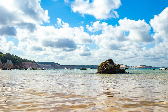 Tour to the famous Pipa Beach, in Tibau do Sul - RN, which is known for its incredible natural landscapes translated by Baía dos Golfinhos, the cliffs and the chapadão (which provides a spectacular view of Praia do Amor).