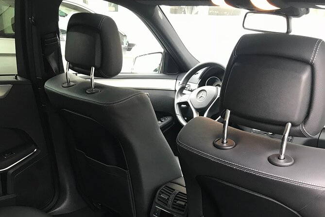 Meet & Greet service by your skillful driver in the lobby of your hotel in Vevey. Sit in comfort and enjoy the private transfer all the way to Geneva Airport with AlpTransfer.