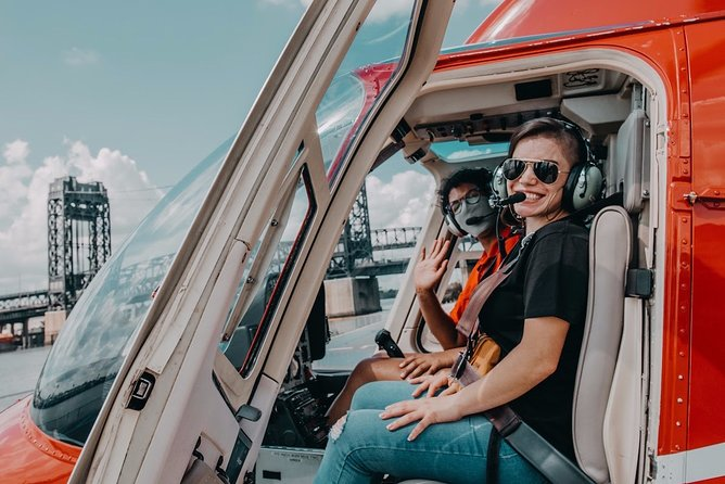 Feel the history while flying over true American treasures on the Taste of NYC Tour.<br><br>On this tour you will fly over Ellis and Governors Island where you will experience the Statue of Liberty and the first taste of freedom for millions of immigrants.<br><br>You will also see the South Street Seaport from the sky, cruise by the Brooklyn and Manhattan Bridges, and the famed Wall Street Financial Center on this much loved New York helicopter tour.