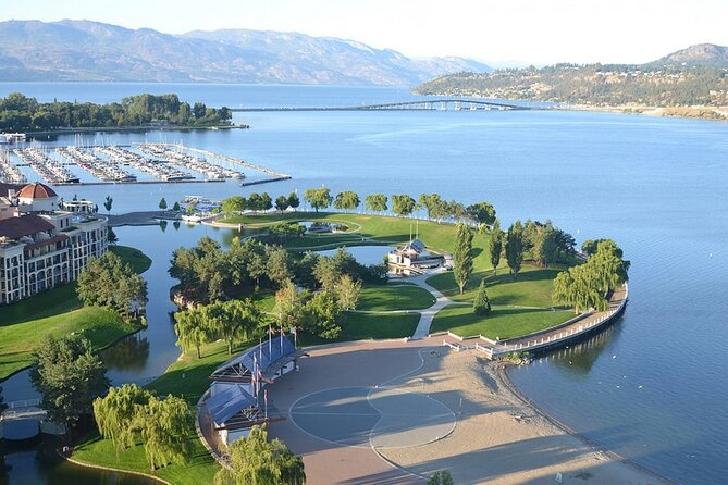 Kelowna Scavenger Hunt: Art By The Lake, Kelowna y Okanagan Valley, CANADA
