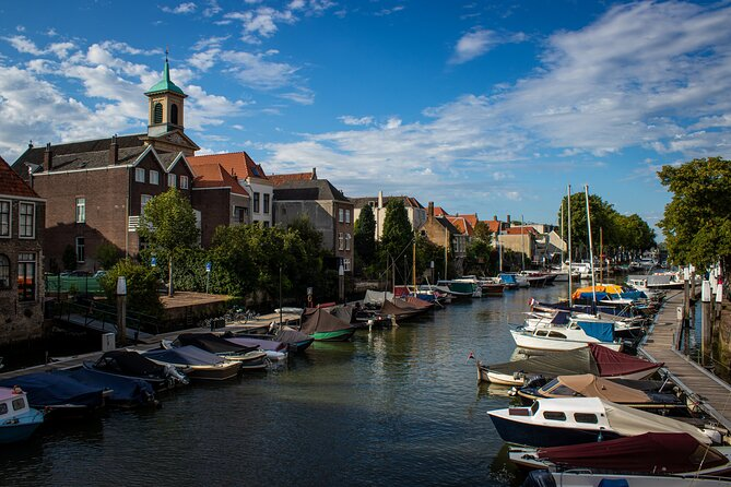 Ontdek Dordrecht offers interactive and accesabile tours for tourists, locals, families, colleagues en school groups. With our tours you will experience the history of the oldest city of Holland. The guide is young, knowledgeable en passionated about Dordrecht.<br><br>Every Sunday you can join an open tour at 11u30 AM. This tour will be held in Dutch. You can book a private tour, both in Dutch and English. Please check out our website for all the details.