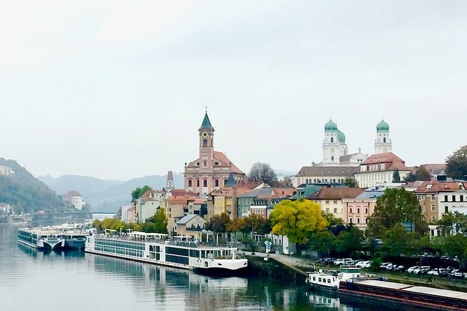 One way private transfer from Passau to Prague, Passau, Alemanha