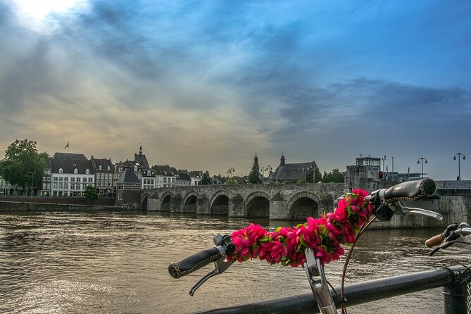 Pleasant and safe tours in languages NL/DE/ENG at 11.00 or 15.00 h. ( max. 2 guests - one household - ).<br>Maastricht University is nowadays a vital part of this historic city. Many historical buildings in the city center are part of the university. The students ( around 19.000, 50% from abroad ) bring a lively and international atmosphere. I will show you the most interesting university buildings together with some history of this university and the Problem Based Learning system. The tour includes also the highlights in this magnificent city. The history of the town is 2000 years old and you will experience that, but also the modern twist and charming ambiance, excellent café's and restaurants, the river Maas and Jeker, the churches, town hall, fortifications and industrial heritage. I show you the beautiful surrounding, if you wish, and nearby towns as Aachen and Liege.<br>Pricing is per group of max. 3 persons (Covid-rule ).<br><br>