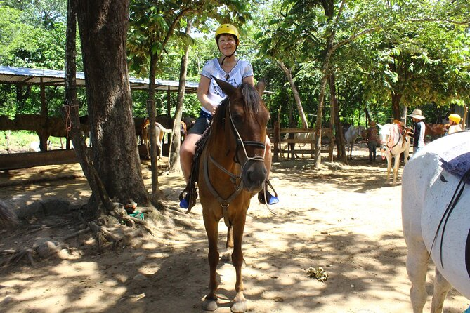 Paseo a caballo por la selva y en Playa Flamingo, Playa Flamingo, COSTA RICA