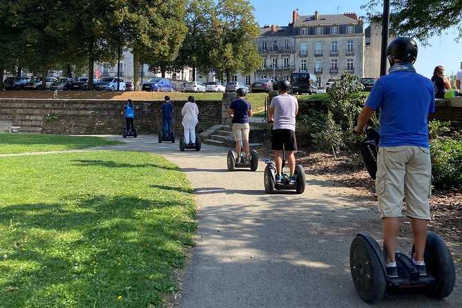 Let's ride our Segway next to the Erdre and go through places that have made Nantes' history !<br><br>The castle of Britanny's Dukes and the famous square Bouffay with its neighborhood full of bars and restaurants !