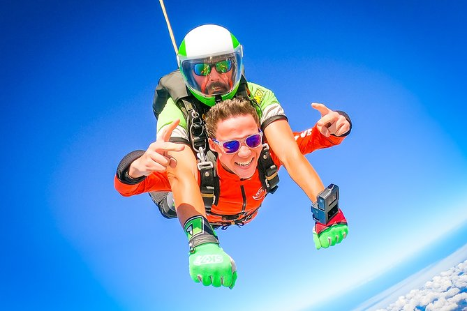Enjoy views from above in a thrilling skydiving jump in Algarve. Feel your adrenaline pumping as you jump out of the plane at 15.000 feet. Free fall for about 70 seconds before your experienced instructor opens the parachute and you float down next to the white sand beach onthe Portimão Coast.