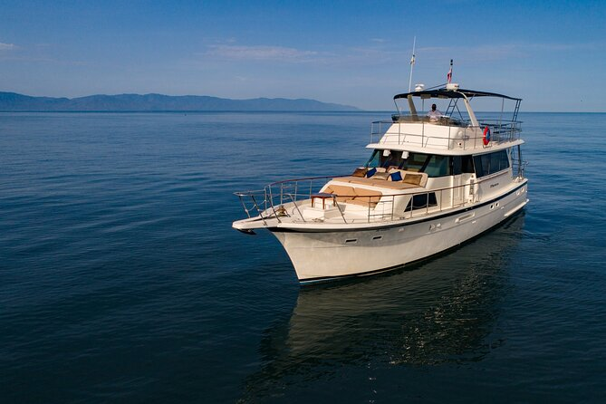 Discover the beauty ofPuerto Vallarta,Banderas Bay,JaliscoandNayaritaboard of Acalli, a beautiful classicHatteras 58'yacht, its wooden finishes and decoration create a unique atmosphere of luxury and comfort that invites to relaxation.