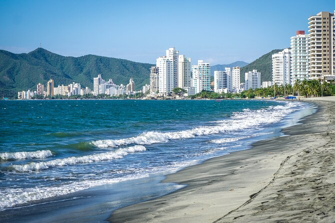 Carlos Vives guides you through his home city. Discover the history and stories of Santa Marta with Carlos. In this unique soundwalk you will set off in the pursuit of the pearl, and we are going after the pearl!