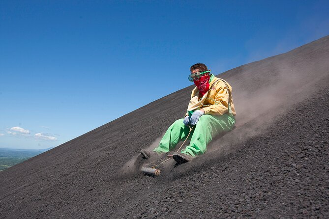Join this 4-hour tour departing from León and enjoy a great view and feel the emotion of boarding on the slope of an active volcano. Cerro Negro is one of the most recent deliveries of the volcanic history of the planet. You will be provided with everything you need, such as protection suite, glasses, gloves and the board. Let your tour provider take everything. All you have to do is enjoy.