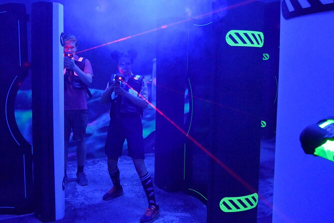 Our state-of-the-art laser tag arena combines the latest high-tech gear and thrilling action! Open all year long, it's also the perfect place for rainy days, après ski or even after-dinner fun! You'll feel as if you're in the heart of a video game! Our laser tag arena is specially designed with the most advanced high-tech equipment to provide a truly unique and exciting experience.