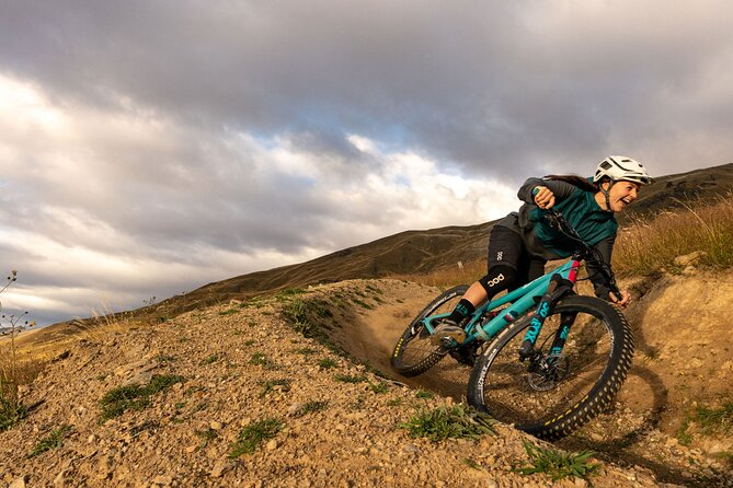 If you're looking to go mountain biking in Queenstown or Wanaka, look no further than New Zealand's highest bike park. Whether you are a seasoned down-hiller or new to mountain biking, this tour has a package for everyone.<br><br>- Avoid hassle and rent a bike from our on-mountain rental workshop<br>- Fly down the largest lift-accessed vertical in New Zealand<br>- Traverse over 20 kilometers of trail ranging from flowing beginner trails to technical expert tracks<br>- Finish your day with the legendary Peak to Pub descent