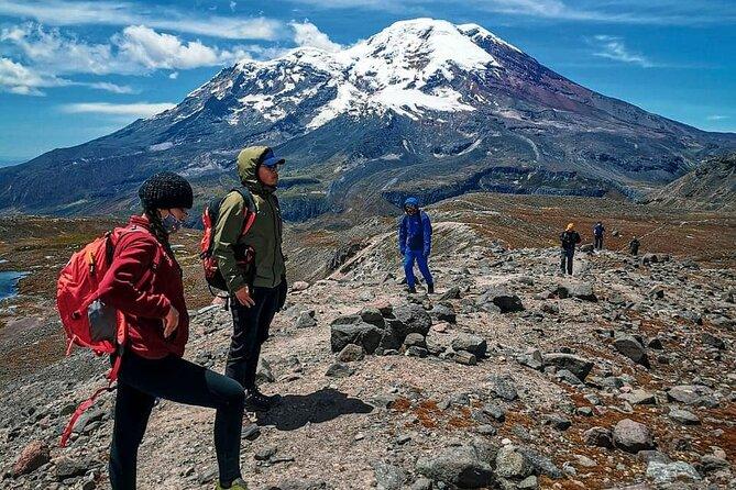 RUTA LAGUNA CONGELADA CARIHAUIRAZO<br>En este tour realizaremos una caminata, por una de las rutas más hermosas del país en donde podremos observar varios nevados y volcanes como el Chimborazo, Carihuairazo y el Tungurahua, además encontraremos varios lagos en el trayecto, como también varios grupos de vicuñas que nos acompañaran durante el trayecto a la laguna congelada del Carihauirazo, la caminata tiene un tiempo aproximado de 3 horas <br>