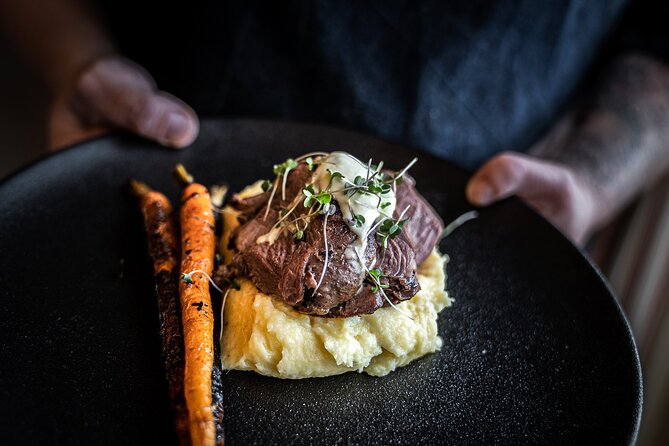 Small group bookings only - max of 10 guests<br><br>Experienced local guide taking you behind the scenes<br><br>Qualified private chef <br><br>Luxury comfortable transport<br><br>Breathtaking scenery <br><br>Visit Tasmania's finest producers<br><br>Lunch is included