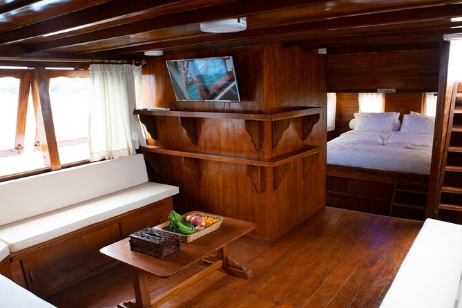 Spend your time 3Days and 2Nights on Luxury Phinisi boat private to exploring the fantastic of Komodo National Park, a Unesco Heritage Site. Encounter the world-famous Komodo dragons, hike on the top of Padar Island, enjoy snorkeling at Pink Beach, snorkeling to see Manta at Manta Point including Taka Makassar and Siaba to see turtle. Boat type: Luxury Boat. Two (2) Cabin AC with private bathroom/western toilet plus shower in each cabin.<br>