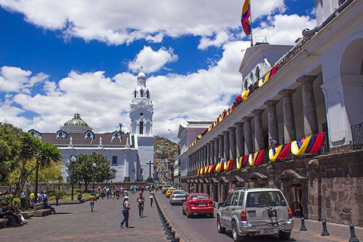 Quito Old Town Tour with Gondola Ride and Visit to the Equator, Quito, ECUADOR