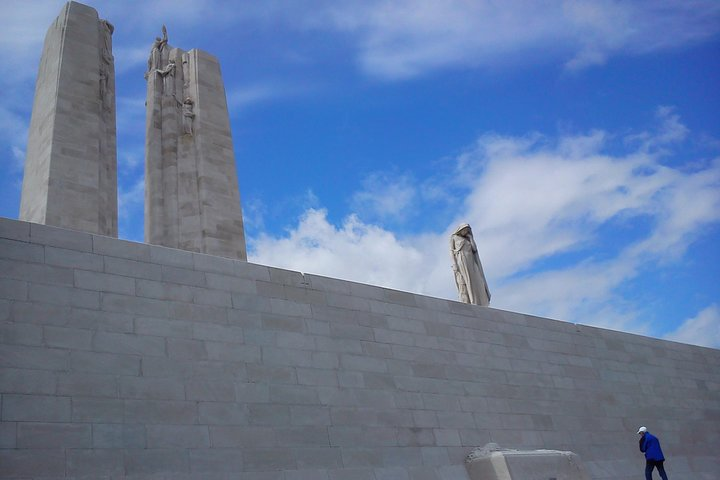 Full-Day Canadian WW1 Vimy and Somme Battlefield Tour from Arras, Arras , França