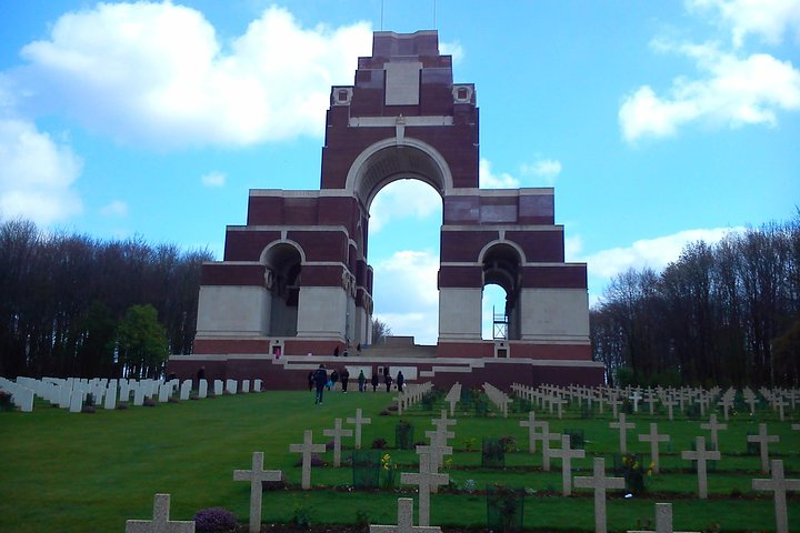 Canadian Somme and Flanders battlefield tour 2 days starting from Lille or Arras, Lille, França