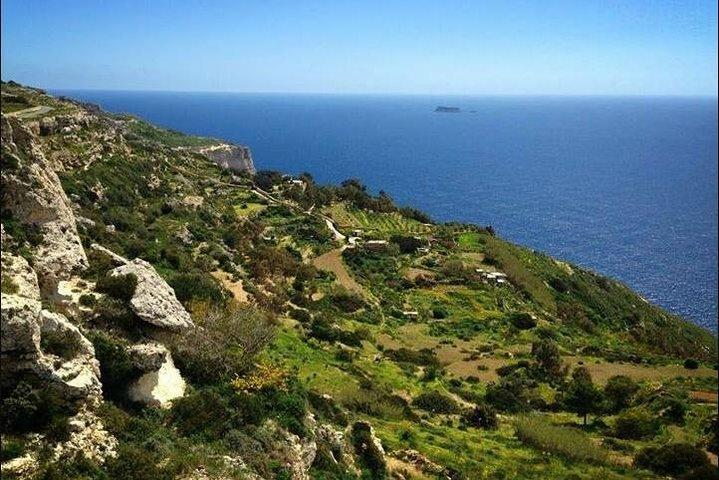 Malta's Scenic Tour Visiting Palazzo Parisio, Clapham Junction, Dingli Cliffs and Buskett Gardens, ,