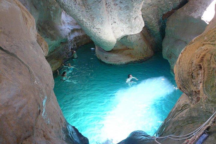 Escapada de un día: Wadi Shab y el cenote Bimah, Mascate, OMAN