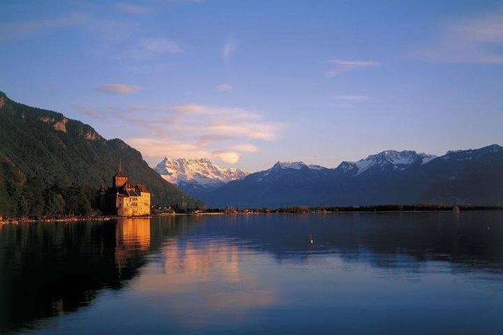 Montreux and Château de Chillon from Lausanne, Lausana, Suíça