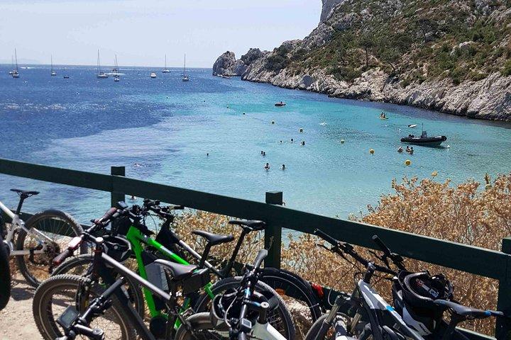 Recorrido en bicicleta eléctrica desde Marsella a La Trilogía de Calanques, Marsella, FRANCIA