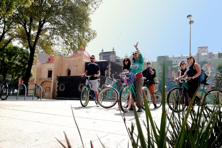 URBAN GALLERY Tour en bicicleta a través del Street art en México, Ciudad de Mexico, MEXICO