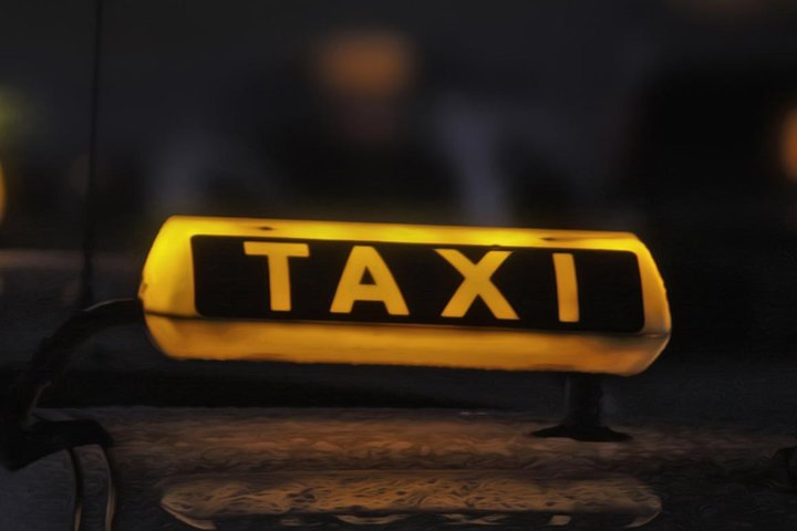 Private Airport Transfer from Hotel to Larnaca Airport in a 6-seater taxi, Larnaca, CHIPRE