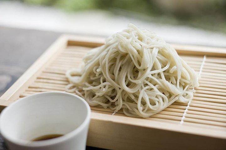 Clase de cocina de soba con el chef de la Academia de soba de Tsukiji, Tokyo, JAPON