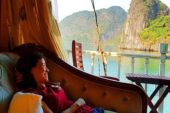 Crucero de lujo de 2 días en junco por la bahía de Halong con clase de cocina y tai chi por la mañana, Halong Bay, VIETNAM