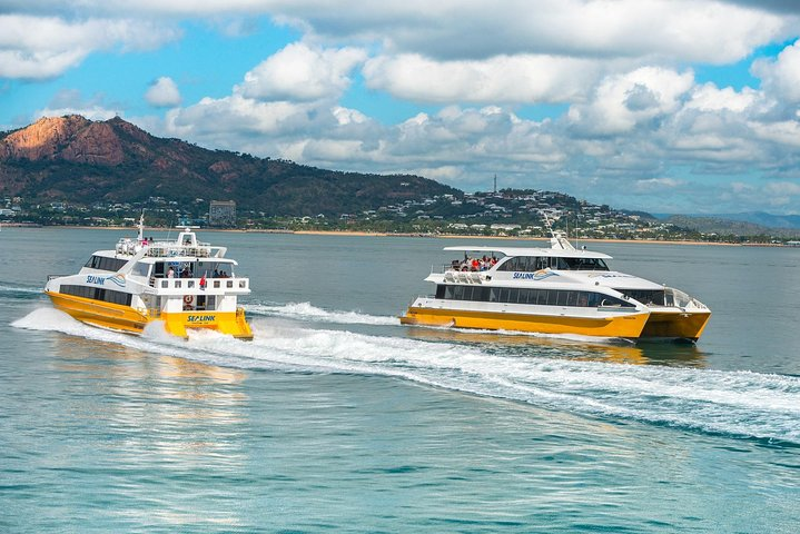 Magnetic Island Round-Trip Ferry From Townsville, Isla Magnetic, AUSTRALIA