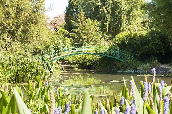 Giverny including Monet's Gardens and Gravesite Small-Group Half-Day Trip, Paris, FRANCIA