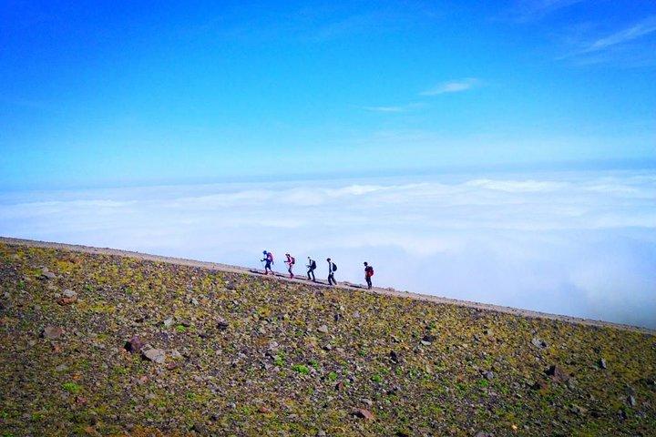 Mount Tarumae Hiking Day Trip, Sapporo, JAPÃO