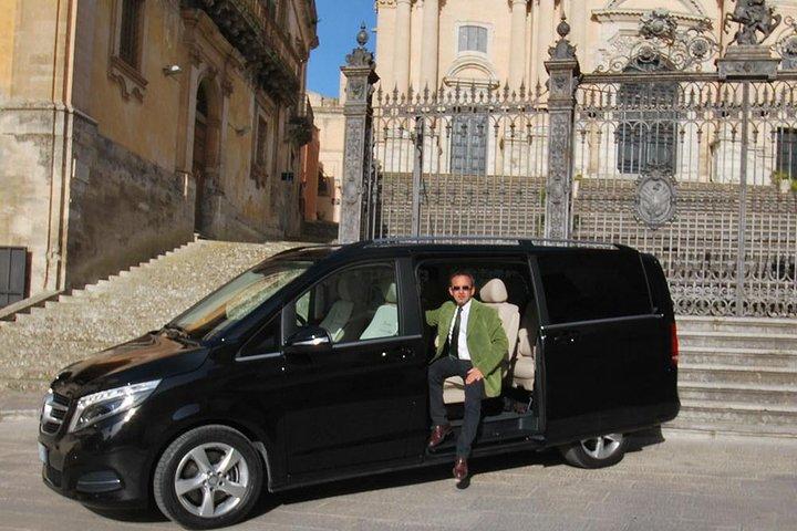 From Comiso to Ragusa private transfer, Ragusa, Itália